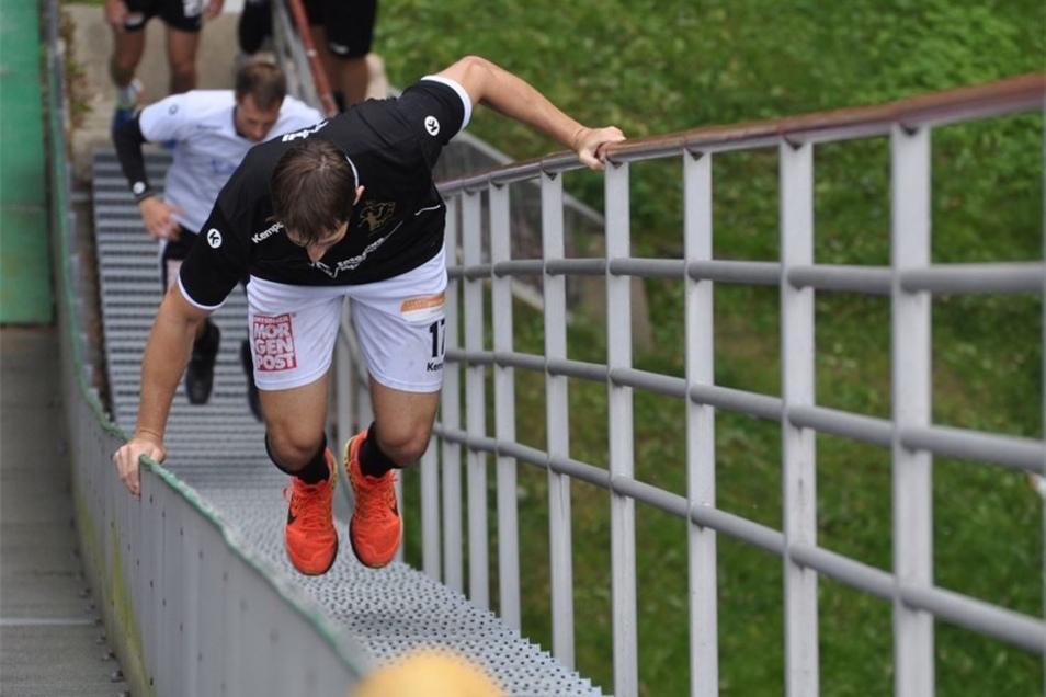 Auch Treppensprünge gehören zum Trainings-Repertoire der Handballer.