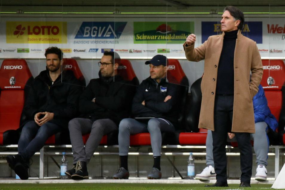 Hertha-Trainer Bruno Labbadia nahm sich nach dem 1:4 im Breisgau vor allem einen Spieler zur Brust.
