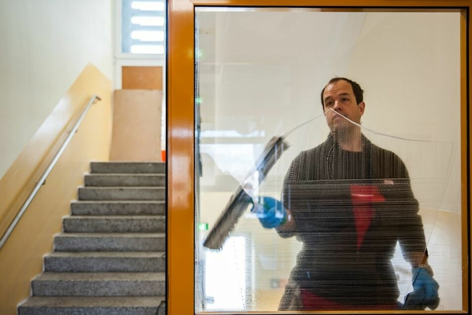Durchblick: Profi-Fensterputzer Sven Laudel sorgt für klare Bilder.