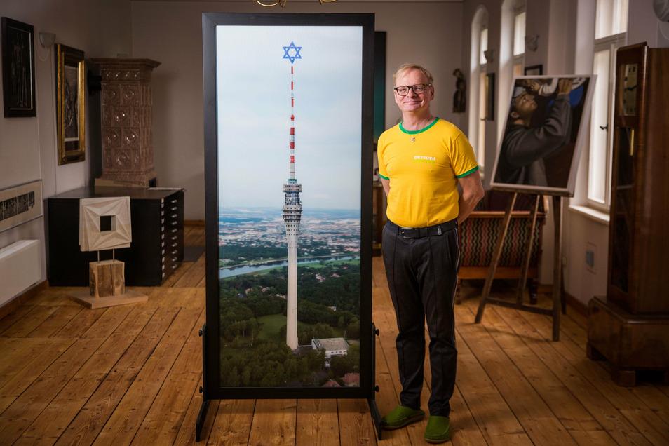 """Uwe Steimle mit seinem Fernsehturm als """"Friedensturm""""."""