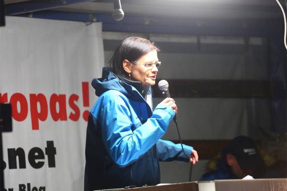Neuerdings werden die Auflagen von ihr vorgetragen: Ines Claudia Gemeinert. Die Stadt Dresden hatte den Pegida-Führern Lutz Bachmann und Siegfried Däbritz untersagt, Versammlungen anzumelden.
