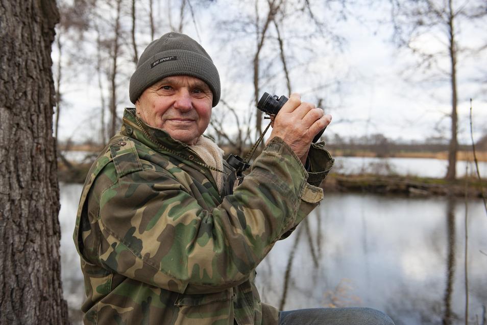 Tote Hose am Futterhaus: Der Welxander Helfried Thieme musste bei der Zählung am vergangenen Wochenende die Wintervögel mit dem Fernglas suchen.
