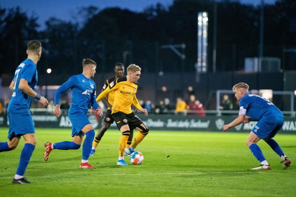 Dynamos Luca Herrmann bekam gegen den Bischofswerdaer FV endlich wieder Spielpraxis - und traf auch zum zwischenzeitlichen 5:0.