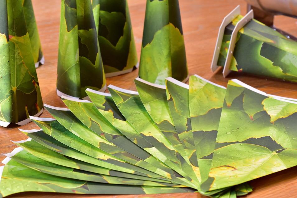 Die Zacken werden bei der Edition Natur aus bedrucktem Papier geformt. In diesem Jahr ist das Design Weinlaub.