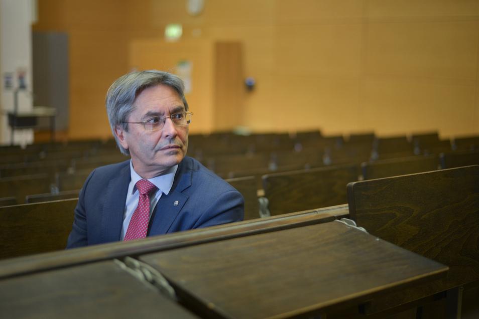 Der bisherige Rektor, der Ingenieur Hans Müller-Steinhagen, tritt im August ab und geht in den Ruhestand.