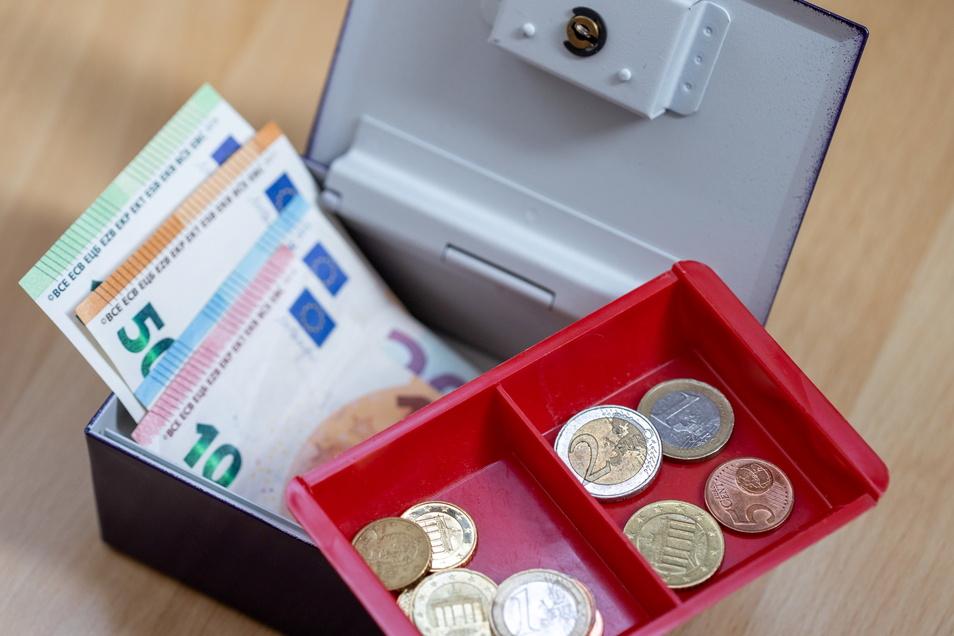 In der Zittauer Stadtkasse ist weniger Geld als gebraucht würde. Doch wo sparen?