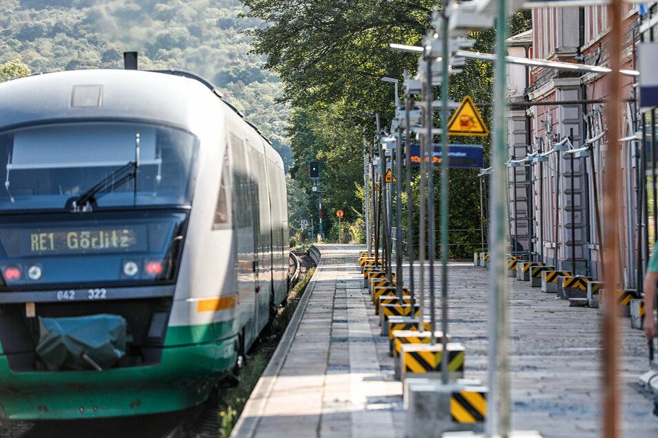 Der Hausbahnsteig am Bahnhof Löbau derzeit ohne Dach.