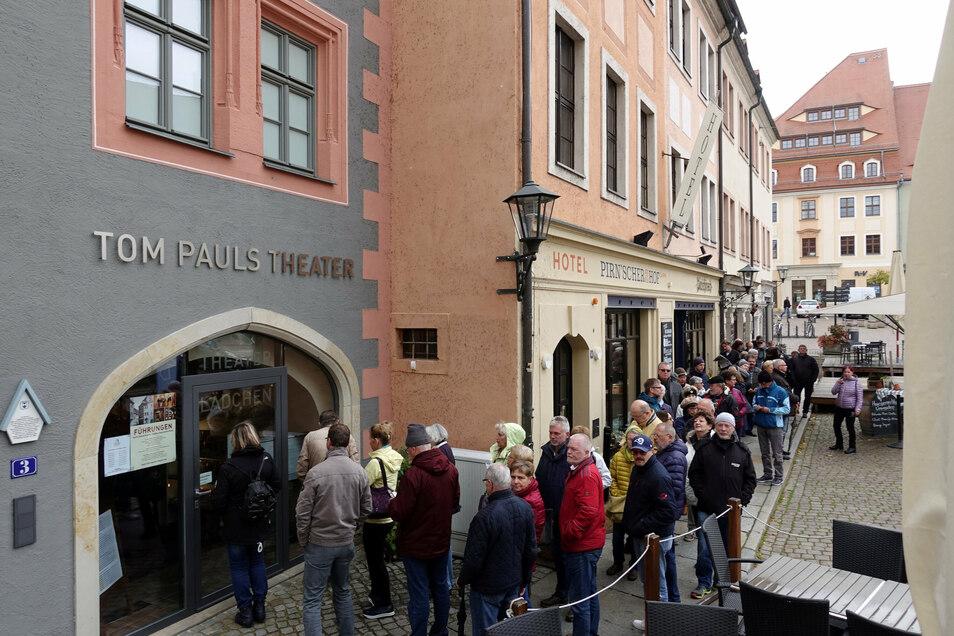 Es ist ein Garant für Kultur und Unterhaltung in Pirna und sorgt regelmäßig für lange Schlangen in Pirnas Innenstadt. Das Tom-Pauls-Theater ist eine feste Institution in der Kulturlandschaft der Sächsischen Schweiz. (SZ)