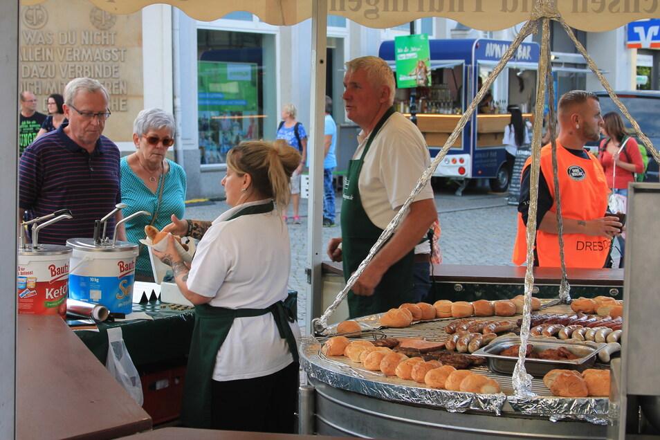 Hungern muss niemand -dafür sorgt unter anderem der Stand der Gaststätte Fährhaus Gruna aus Laußig.