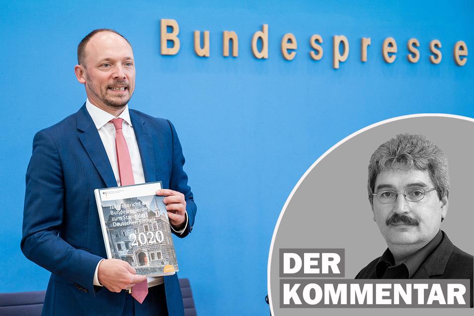 Marco Wanderwitz (CDU, l), Ostbeauftragter der Bundesregierung, präsentiert den Jahresbericht zum Stand der Deutschen Einheit 2020.