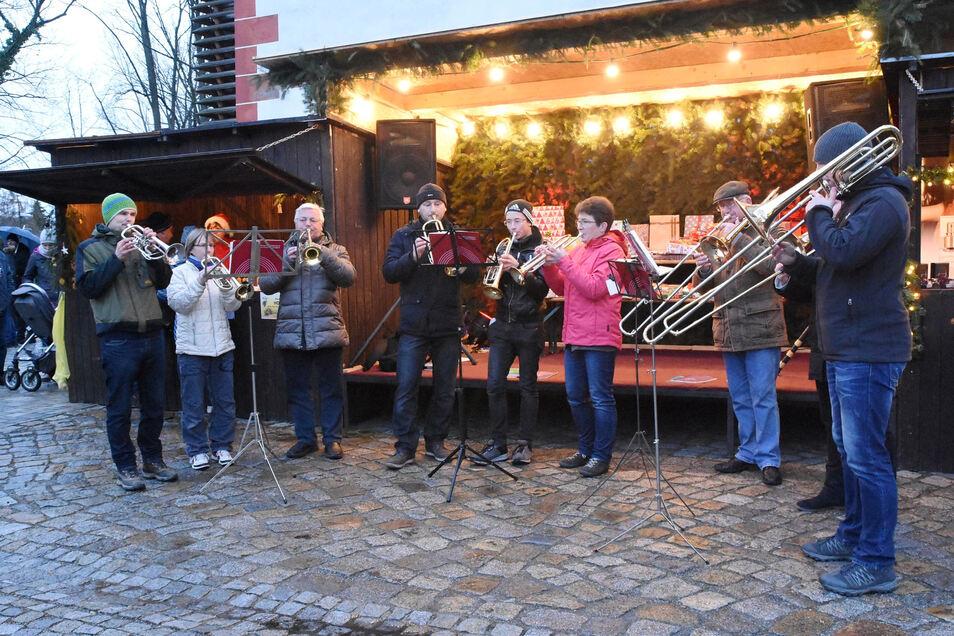 Auf dem Kodersdorfer Weihnachtsmarkt gibt es in diesem Jahr eine Veränderung. Verkauft wird in neuen Weihnachtsbuden.