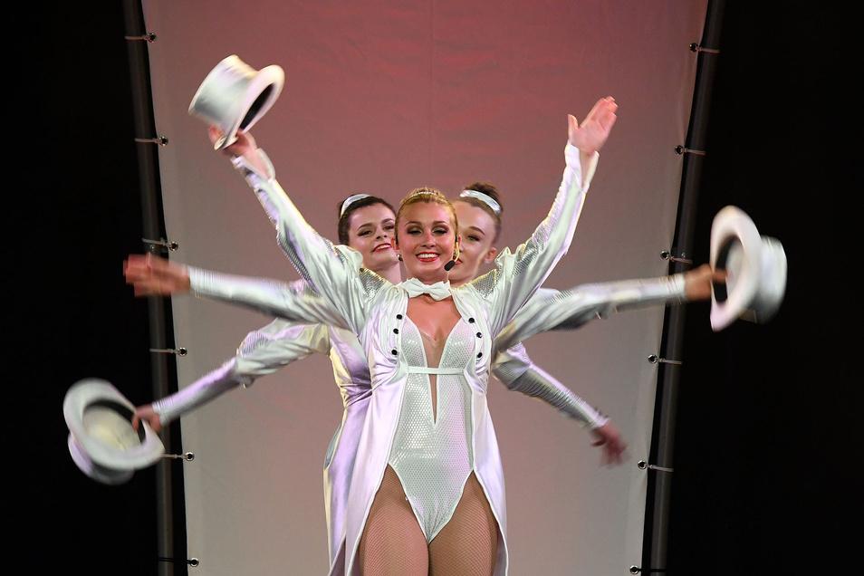 Die Karo Dancers aus Bad Schlema begeisterten mit ihrer Night of the Diamonds-Show die Gäste in der Hartharena.