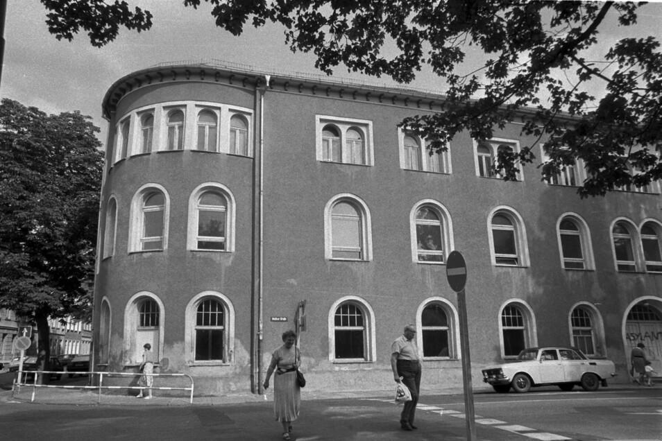 Der Sachsenhof zu DDR-Zeiten. 1999 war er durch Brandstiftung von Heranwachsenden ein Opfer der Flammen geworden.