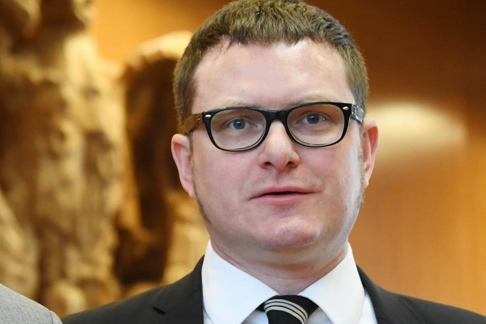 Ulf Buermeyer ist Richter am Landgericht Berlin. Derzeit ist er abgeordnet an die Berliner Senatsverwaltung für Justiz, wo er das Funkzellenabfragen-Transparenz-Systems des Landes Berlin entwickelt. Buermeyerist zudem ehrenamtlicher Vorsitzender der Gesel