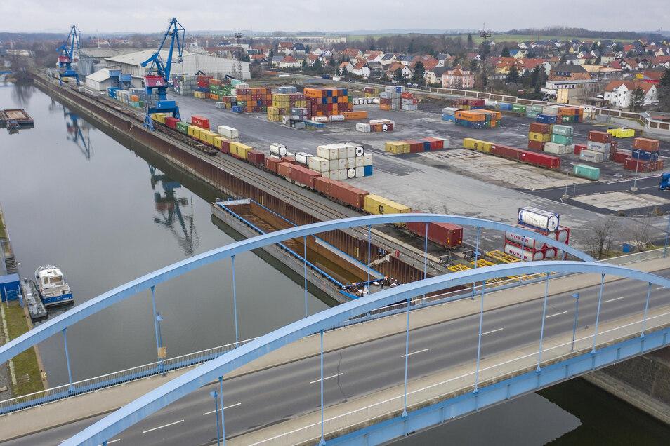 Der Hafen Riesa ist ein wichtiger Umschlagplatz für Unternehmen aus der ganzen Region. Zuletzt kam allerdings nur noch ein einstelliger Prozentsatz der Güter per Schiff an.