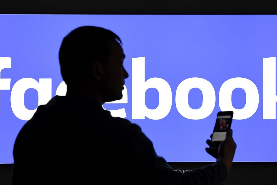 Ab sofort können Facebook-Shops eingerichtet werden, in denen Kunden Produkte direkt über Facebook kaufen können.