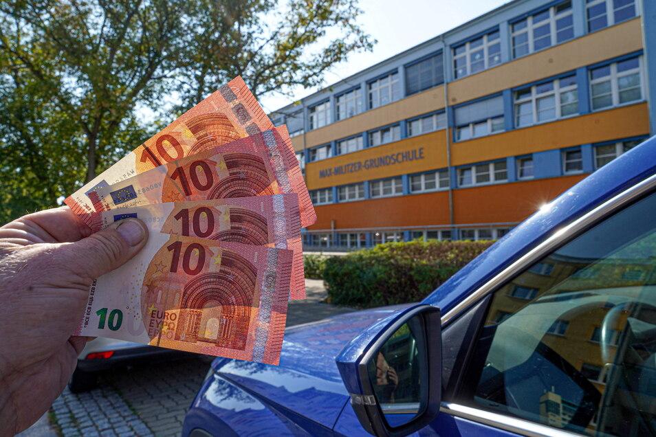 40 Euro im Monat, so viel kostet in Zukunft an drei Schulen in Bautzen der Stellplatz für Lehrer.