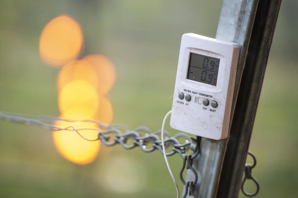 Am Thermometer sank zwischen 4 und 5 Uhr die Temperatur imFünf-Minutentakt.