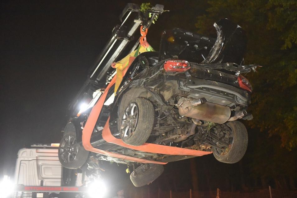 Ein Abschleppunternehmen musste das Fahrzeug mit Totalschaden abholen.