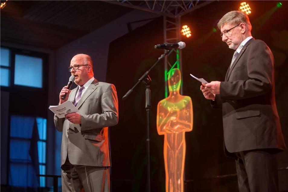 Die Gastgeber der Sportlergala:  Jörg Seidel (l., Geschäftsführer der RuV Freital-Pirna) und KSB-Präsident Roland Matthes begrüßten die reichlich 400 Gäste.