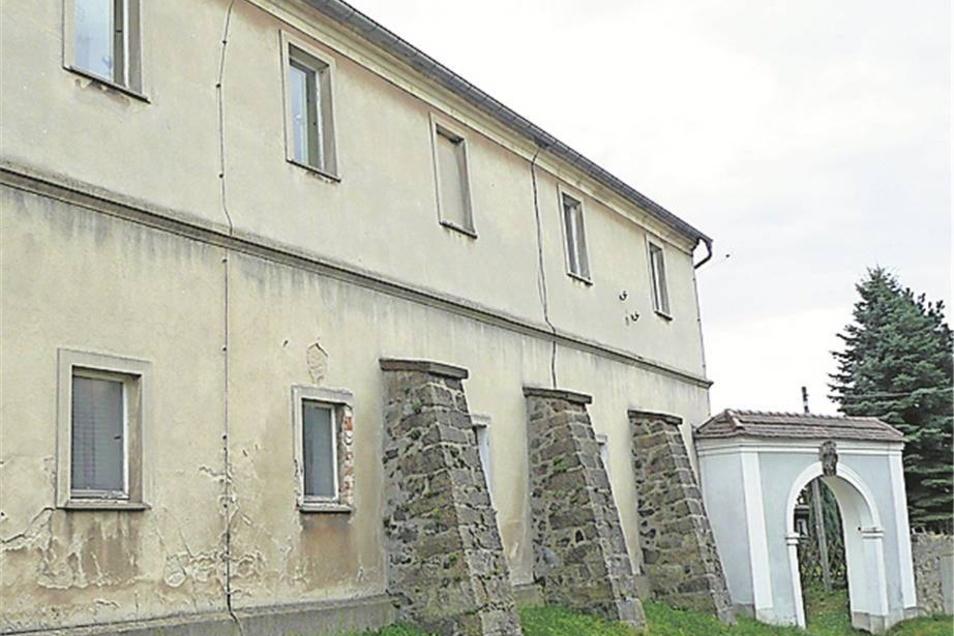 Jauernick-Buschbach:  Seit der Kindergarten Ende 2010 raus ist, steht das Gutshaus leer. Die Stiftung Schlesische Heimatstuben will es nutzen. Eine Förderung ist beantragt.