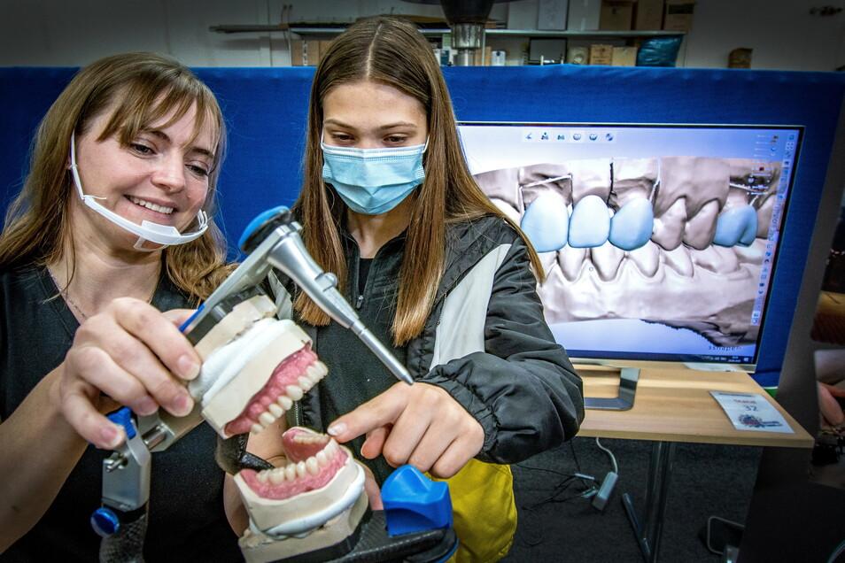 """Das Dental-Studio Hartha hat sich bereits auf der Messe """"Schule macht Betrieb"""" vorgestellt und beteiligt sich nun an der Woche der offenen Unternehmen."""