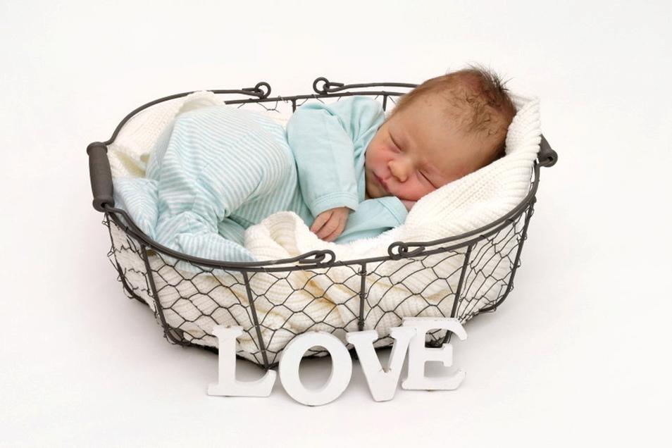 Lennox, geboren am 15. Mai, Geburtsort: Freital, Gewicht: 3.100 Gramm, Größe: 49 Zentimeter, Eltern: Monique Hasl und Jan König, Wohnort: Dippoldiswalde