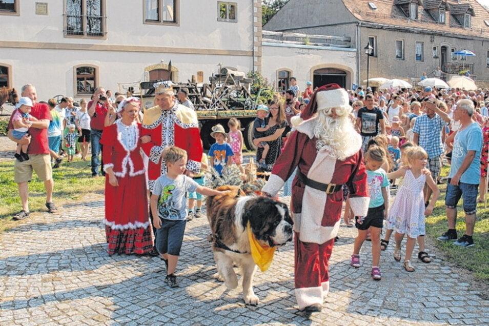 """Am Sonntag zum """"Tag des offenen Denkmals"""" wird in Hirschstein wieder der Weihnachtsmann aus seinem Sommerschlaf geweckt."""