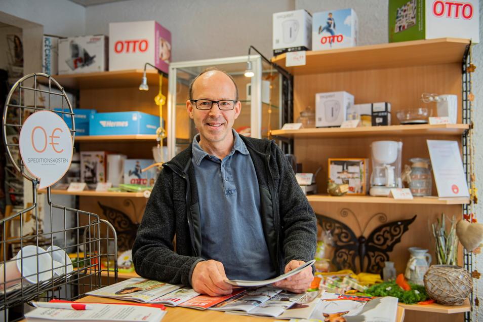 Michael Weigel im Otto-Shop am Kirchplatz ist künftig nur noch Hermes-Paketshop.