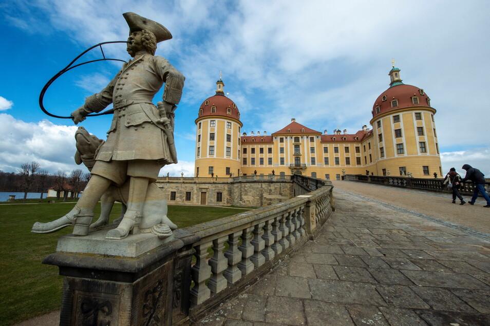 Ein Besuchermagnet: Schloss Moritzburg. Trotz der immer noch vielen Tagesgäste hat die Gemeinde Moritzburg die geringste Sieben-Tage-Inzidenz im Landkreis Meißen, vor Stauchitz und Weinböhla.