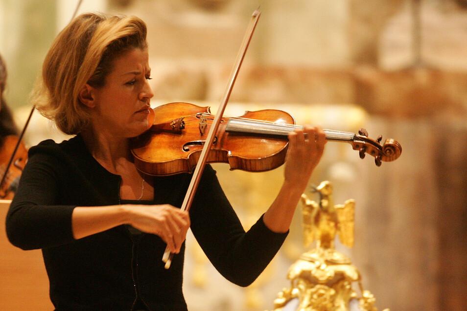 """Die Geigerin trat auch - wie hier - 2008 in der Frauenkirche auf: """"Ein besonderer Ort für besondere Emotionen"""", sagt sie."""