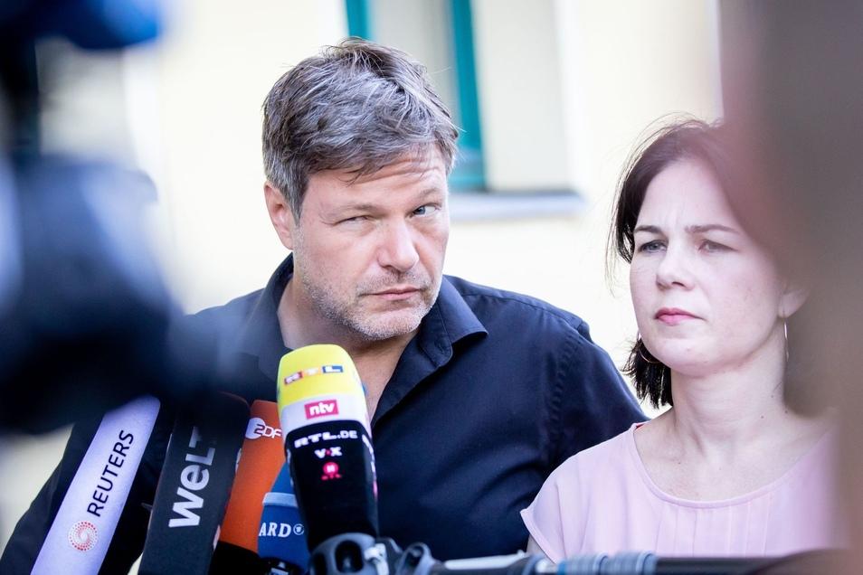 Die Grünen-Parteichefs Robert Habeck und Annalena Baerbock versprechen Milliardeninvestitionen.