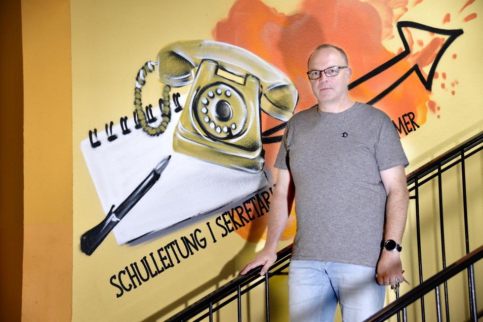 """Karsten Reisinger leitet seit 2005 die 122. Grundschule im Brennpunktviertel Prohlis. """"Das System Schule droht zu kippen"""", warnt er."""