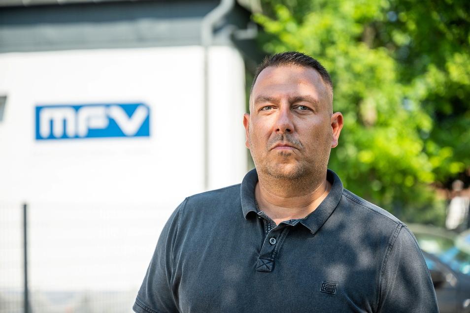 Roman Broshin, geschäftsführender Gesellschafter der MFV Maschinenbau GmbH, steht vor seiner Firma auf der Neusiedler Straße in Altweinhübel.