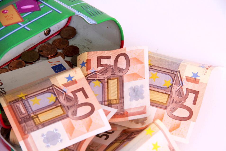 Das Geld in Pirnas Stadtkasse ist knapp, Sparen angesagt. Darunter könnten auch die Vereine massiv leiden.