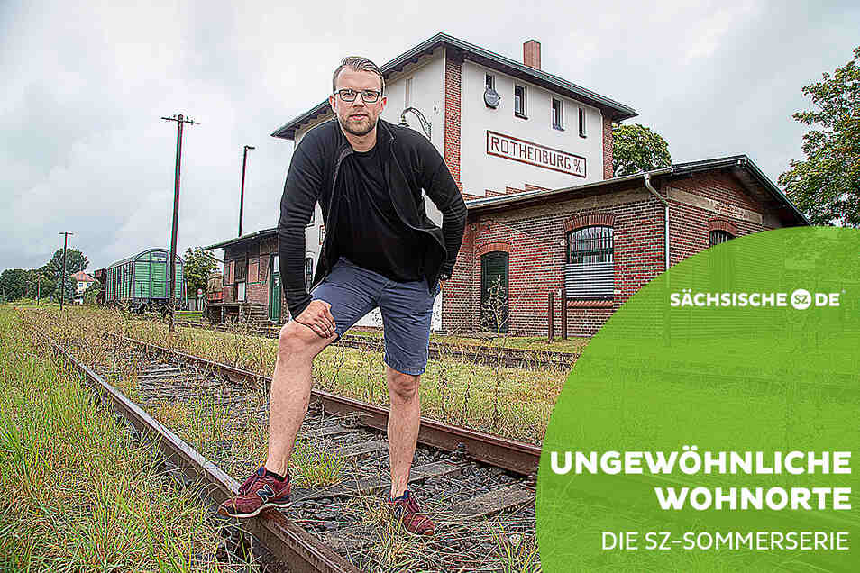 Toni Lehnigk wohnt seit rund einem Jahr im früheren Rothenburger Bahnhof.