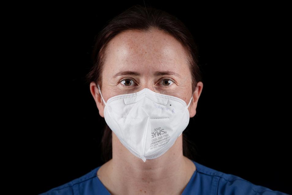 Covid-19 ist die erste Pandemie, die live von der Welt verfolgt wird. Der Film erzählt sie chronologisch.
