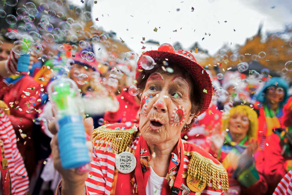 Jecken feiern 2019 den Auftakt der Karnevalssession. In diesem Jahr fällt der traditionelle Karnevalsauftakt aus.