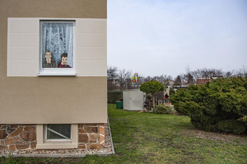 Sind die echt, diese zwei Fenstergucker an der Kreuzung Meißner/Großraschützer Straße?
