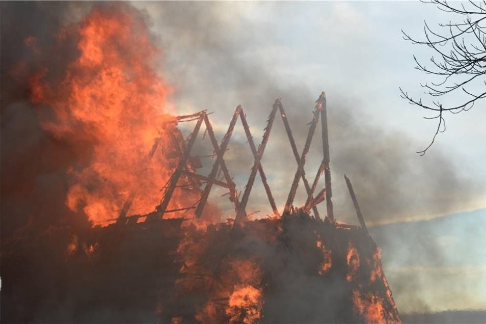 Nur noch eine Scheune konnte vor den Flammen bewahrt werden konnte.