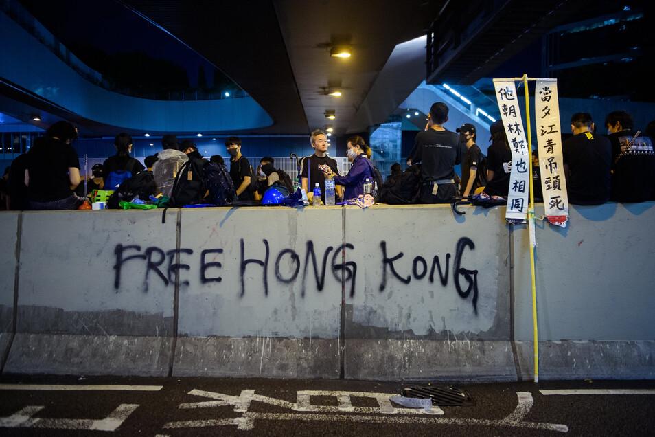 Seit Wochen kommt es in Hongkong zu massiven regierungskritischen Protesten. Seit mehreren Tagen wird ein 28-Jähriger Mann vermisst.