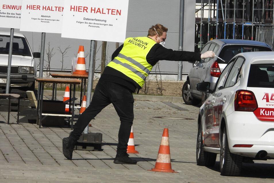 In Hamburg wurde ein Test-Drive-Zentrum eingerichtet, wo sich Bürger mit einer Überweisung vom Arzt testen lassen können.