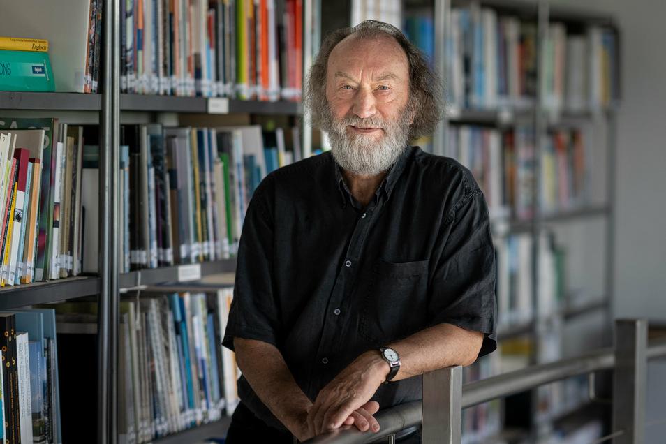 """Der damalige Chef der Internationalen Bauausstellung (IBA), Prof. Rolf Kuhn. Die IBA """"Fürst-Pückler-Land"""" lief von 2000 bis 2010. Sie sollte für die Bergbauregion in Südbrandenburg Zukunftsideen liefern. Sachsen beteiligte sich nicht."""