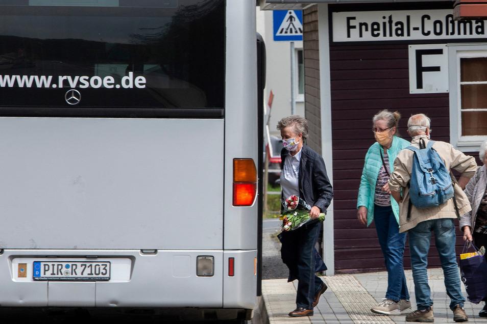 In Sachsen gilt im Öffentlichen Nahverkehr und im Einzelhandel derzeit die Pflicht, eine Mund-Nasen-Bedeckung zu tragen.