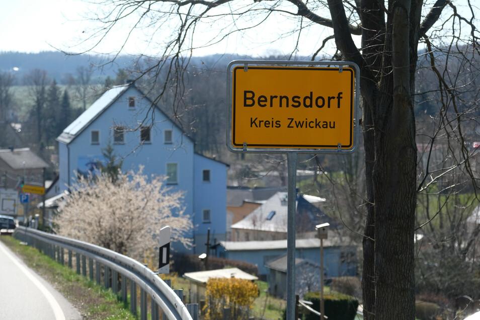 In der Gemeinde Bernsdorf im Kreis Zwickau hat sich das Coronavirus sehr schnell ausgebreitet.