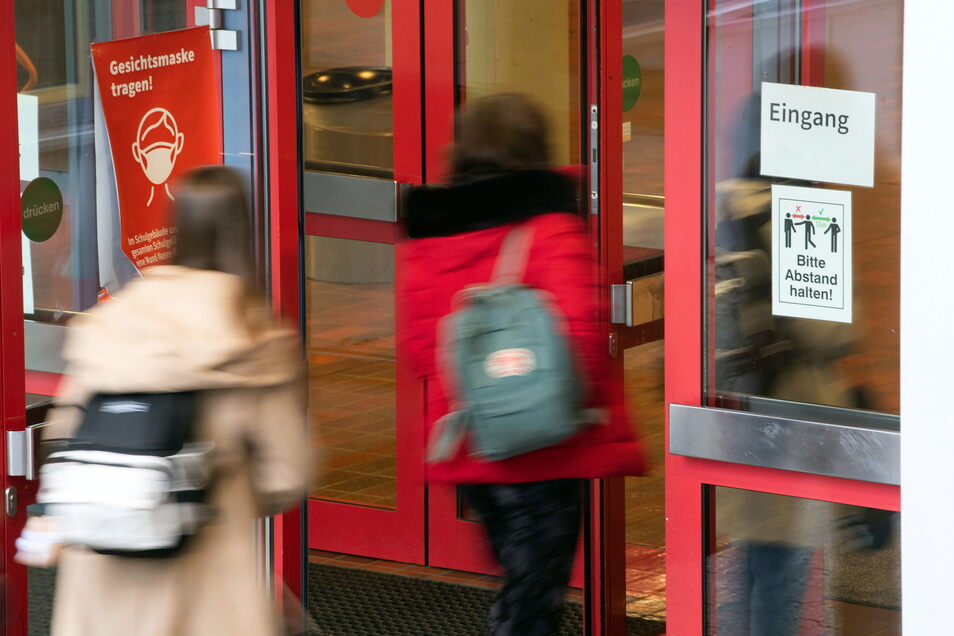 Die Osterferien endeten an diesem Montag, die Schulen machten in Sachsen wieder auf.