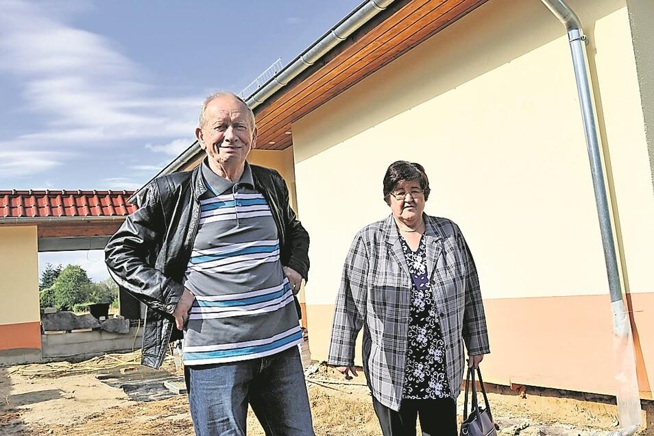 Regina und Heinz Lohr aus Mühlrose gehören zu den ersten Umsiedlern. Sie haben in der vergangenen Woche ihr neues Domizil in Trebendorf bezogen.
