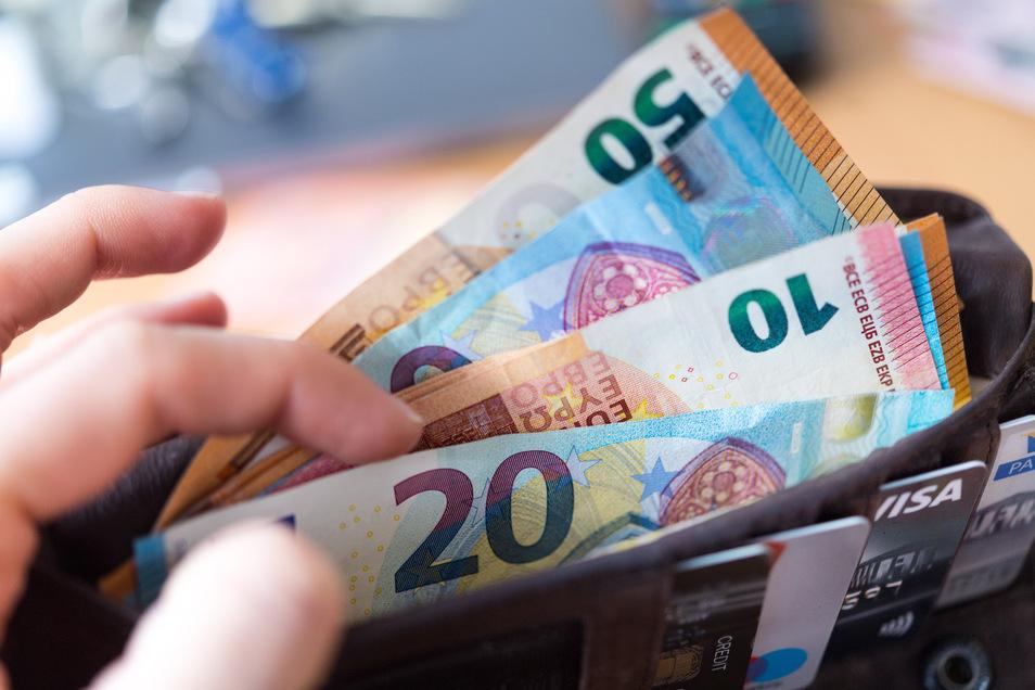 Beim Planspiel Börse lernen Schüler, fiktives Geld gut anzulegen. Das ist ein Wettbewerb der Sparkassen.