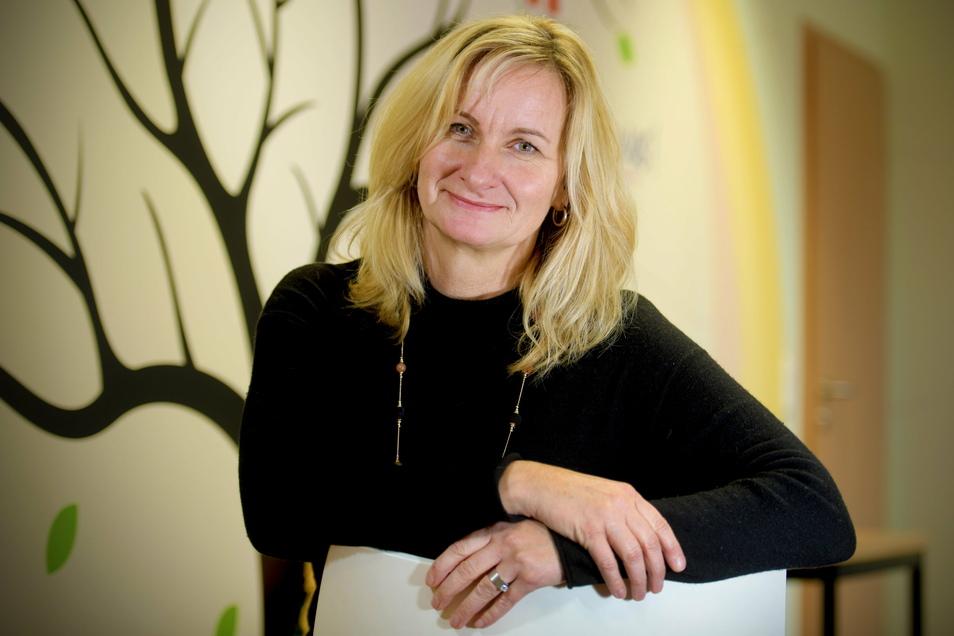 """Birgit Kröber ist mit ihrem Team von der """"Mobilen Haus-Krankenpflege Kröber"""" GmbH in Zittau als Unternehmen des Jahres 2020 geehrt worden."""