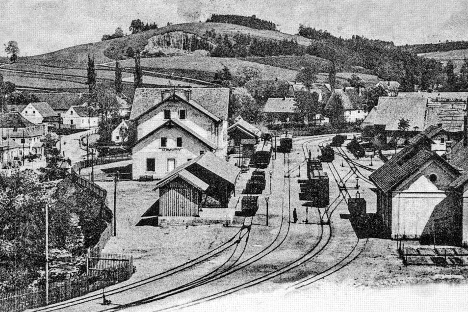 Totalansicht des Bahnhofes Hermsdorf von sächsischer Seite.